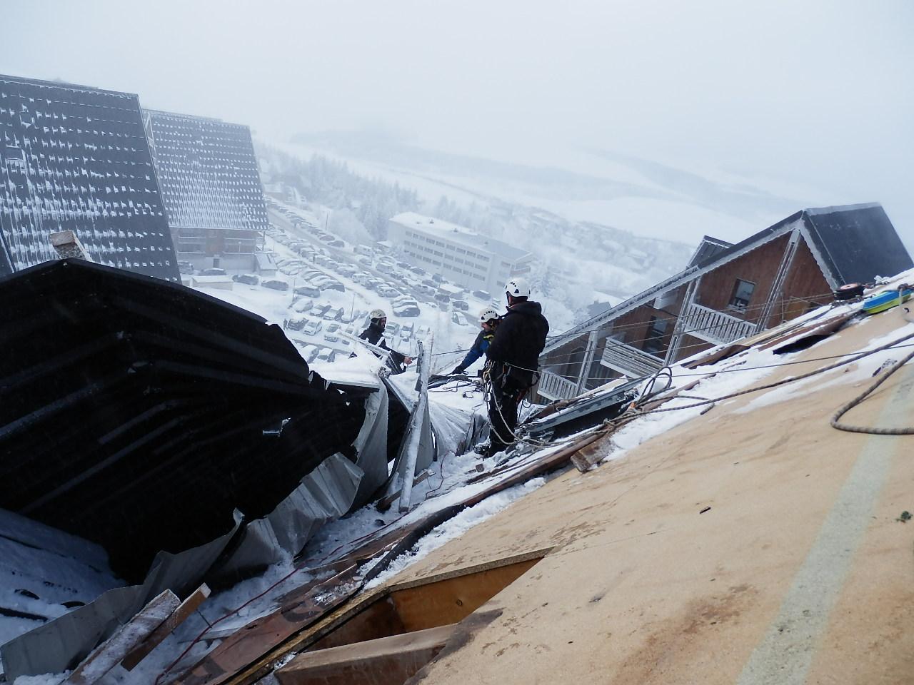 Sécurisation de toiture apres tempète Travaux d'acces difficile - travaux sur cordes SUPER BESSE